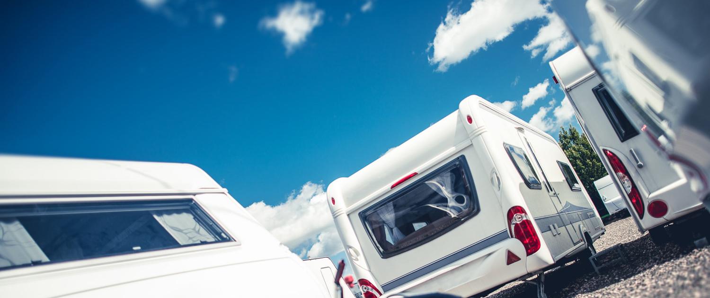 Handel mit Wohnwagen, Wohnmobil und Zeltanhänger fürs entspannte Campen